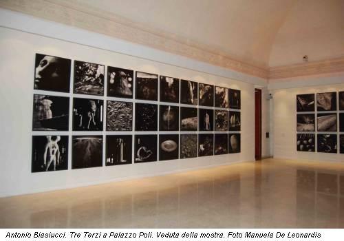 Antonio Biasiucci. Tre Terzi a Palazzo Poli. Veduta della mostra. Foto Manuela De Leonardis