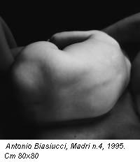 Antonio Biasiucci, Madri n.4, 1995. Cm 80x80